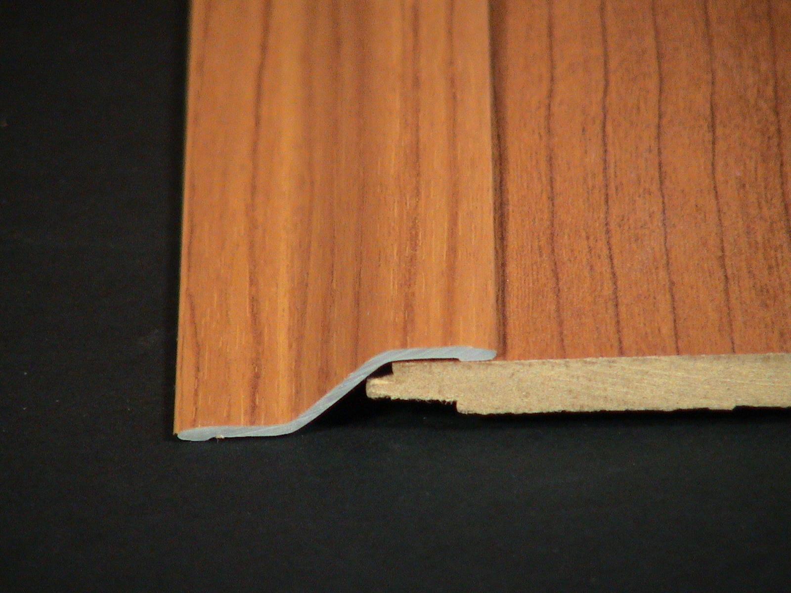 2 suelos laminados ref 15p adhesivo cblasan for Suelos laminados adhesivos